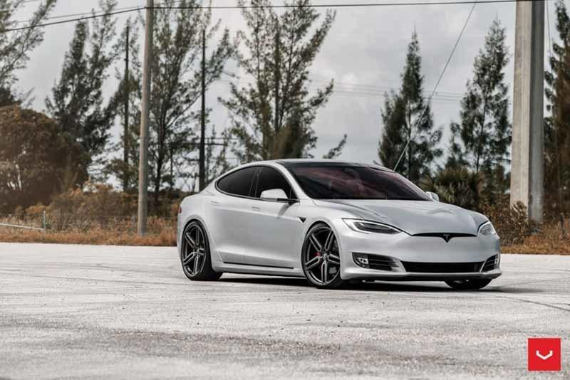 images-products-1-1849-232982329-Tesla-Model-S-Hybrid-Forged-HF-1-_-Vossen-Wheels-2017-1001-1045x698.jpg