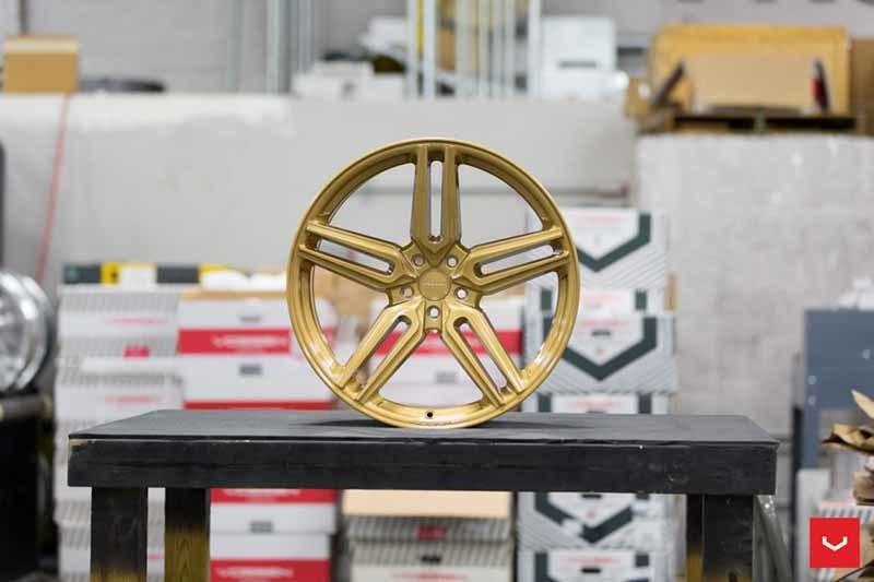images-products-1-1866-232982346-Vossen-HF-1-Wheel-C43-Gloss-Gold-Hybrid-Forged-Series-_-Vossen-Wheels-2018-1003-1047x698.jpg