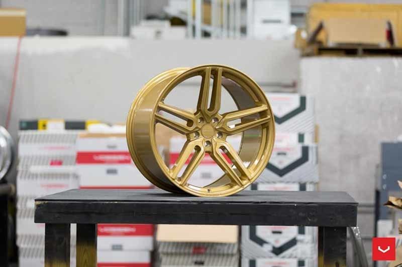 images-products-1-1869-232982349-Vossen-HF-1-Wheel-C43-Gloss-Gold-Hybrid-Forged-Series-_-Vossen-Wheels-2018-1006-1047x698.jpg