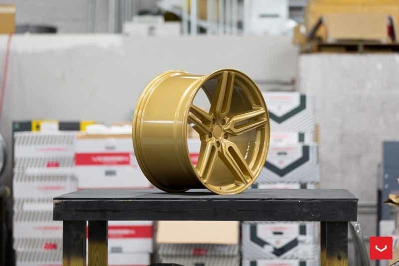 images-products-1-1871-232982351-Vossen-HF-1-Wheel-C43-Gloss-Gold-Hybrid-Forged-Series-_-Vossen-Wheels-2018-1007-1047x698.jpg