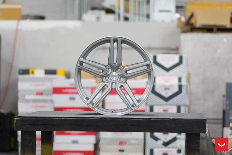 images-products-1-1886-232982366-Vossen-HF-1-Wheel-C33-Gloss-Silver-Hybrid-Forged-Series-_-Vossen-Wheels-2018-1024-1047x698.jpg