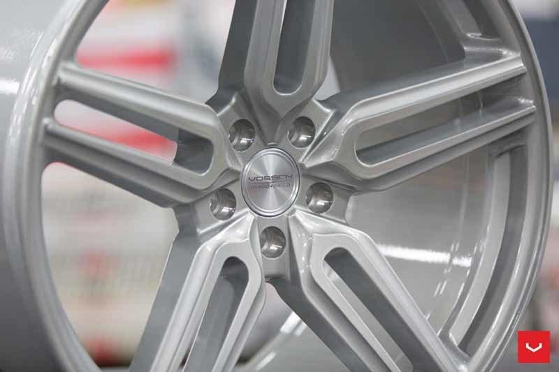 images-products-1-1890-232982370-Vossen-HF-1-Wheel-C33-Gloss-Silver-Hybrid-Forged-Series-_-Vossen-Wheels-2018-1025-1047x698.jpg
