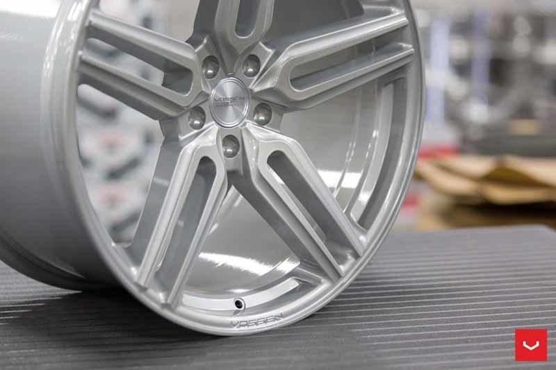 images-products-1-1891-232982371-Vossen-HF-1-Wheel-C33-Gloss-Silver-Hybrid-Forged-Series-_-Vossen-Wheels-2018-1026-1047x698.jpg