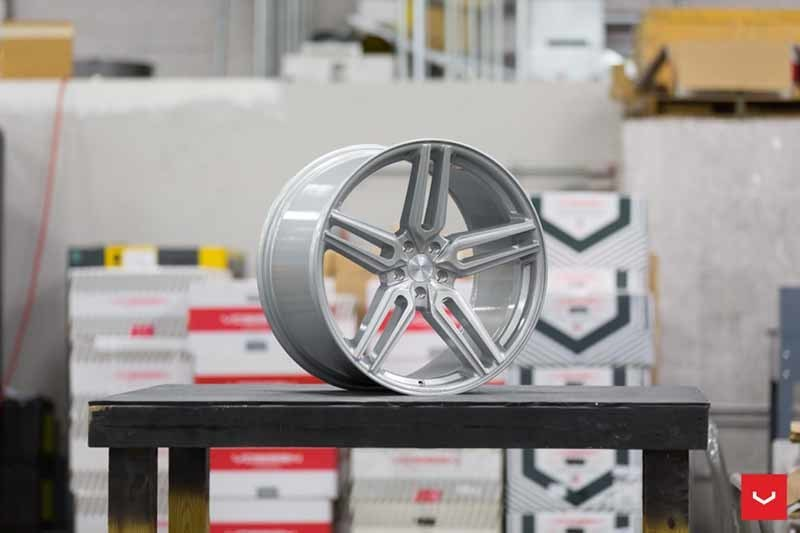 images-products-1-1901-232982381-Vossen-HF-1-Wheel-C33-Gloss-Silver-Hybrid-Forged-Series-_-Vossen-Wheels-2018-1027-1047x698.jpg