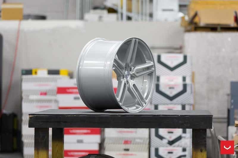 images-products-1-1904-232982384-Vossen-HF-1-Wheel-C33-Gloss-Silver-Hybrid-Forged-Series-_-Vossen-Wheels-2018-1028-1047x698.jpg