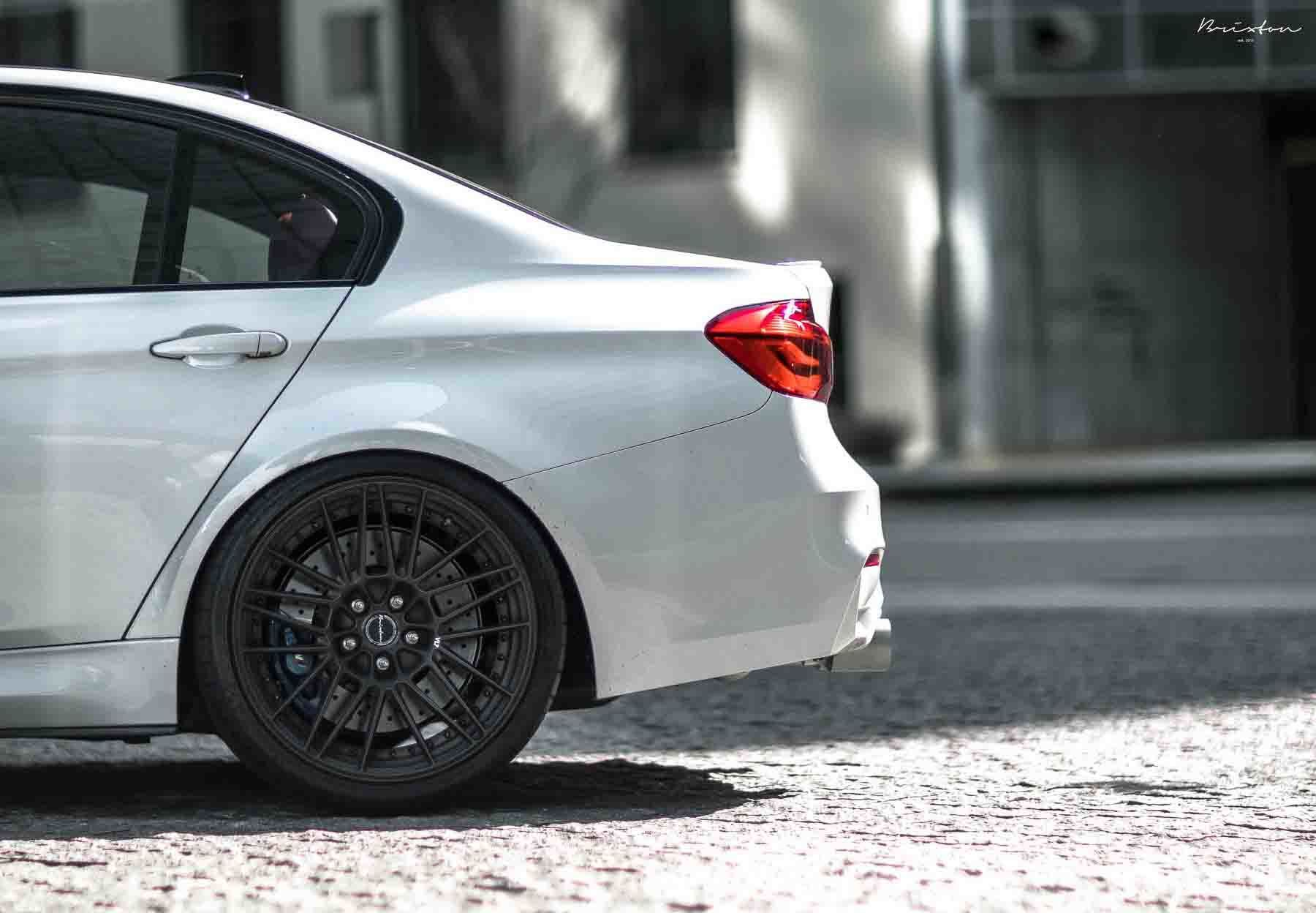 images-products-1-2017-232974305-mineral-white-bmw-f80-m3-brixton-forged-vl7-duo-series-brushed-smoke-black-06-1800x1248.jpg