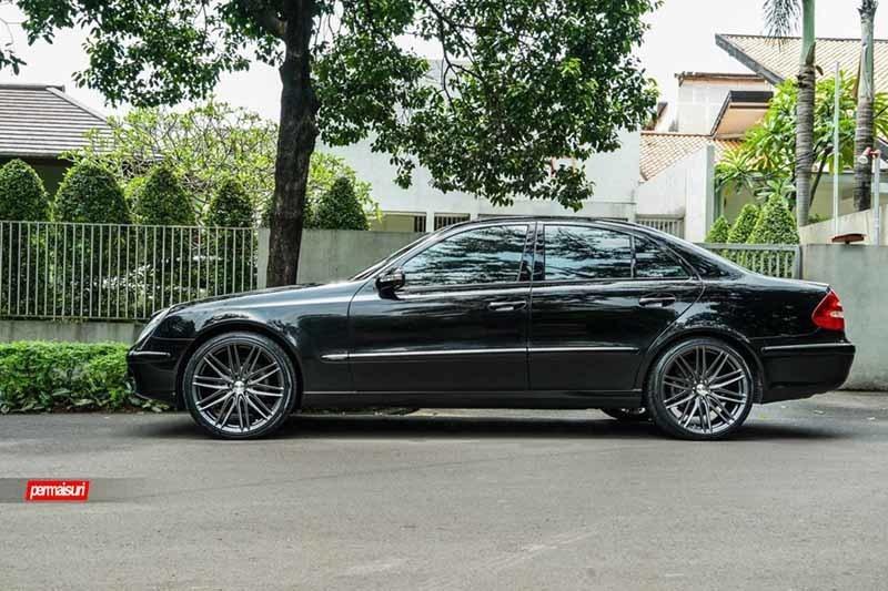 images-products-1-2252-232982732-Mercedes-Benz_E-Class_VFS4_c3a53ed2-1047x698.jpg