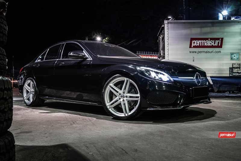 images-products-1-2319-232982799-Mercedes-Benz_C-Class_VFS5_121e52fc-1047x698.jpg