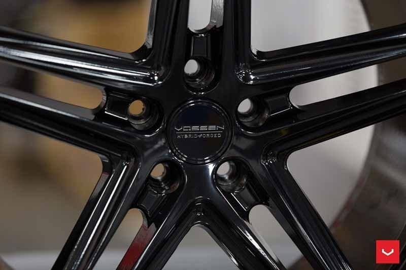 images-products-1-2325-232982805-Vossen-VFS-5-Wheel-C25-Gloss-Black-Hybrid-Forged-Series-_-Vossen-Wheels-2018-1015-1047x698.jpg