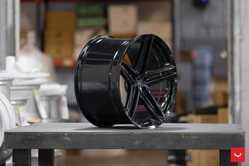 images-products-1-2331-232982811-Vossen-VFS-5-Wheel-C25-Gloss-Black-Hybrid-Forged-Series-_-Vossen-Wheels-2018-1019-1047x698.jpg
