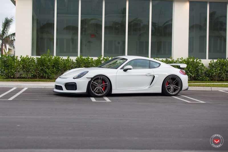 images-products-1-2488-232982968-Porsche_GT4_HC-1_cf93b651-1047x698.jpg