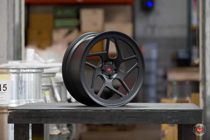 images-products-1-3616-232984096-Vossen-Forged-LC-Series-LC-104T-Satin-Black-59615-_-Vossen-Wheels-2018-1005-1047x698.jpg