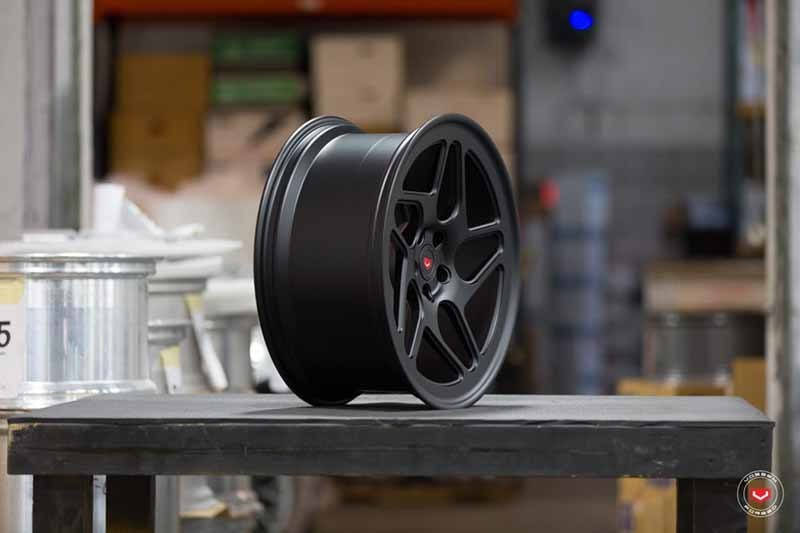 images-products-1-3618-232984098-Vossen-Forged-LC-Series-LC-104T-Satin-Black-59615-_-Vossen-Wheels-2018-1006-1047x698.jpg