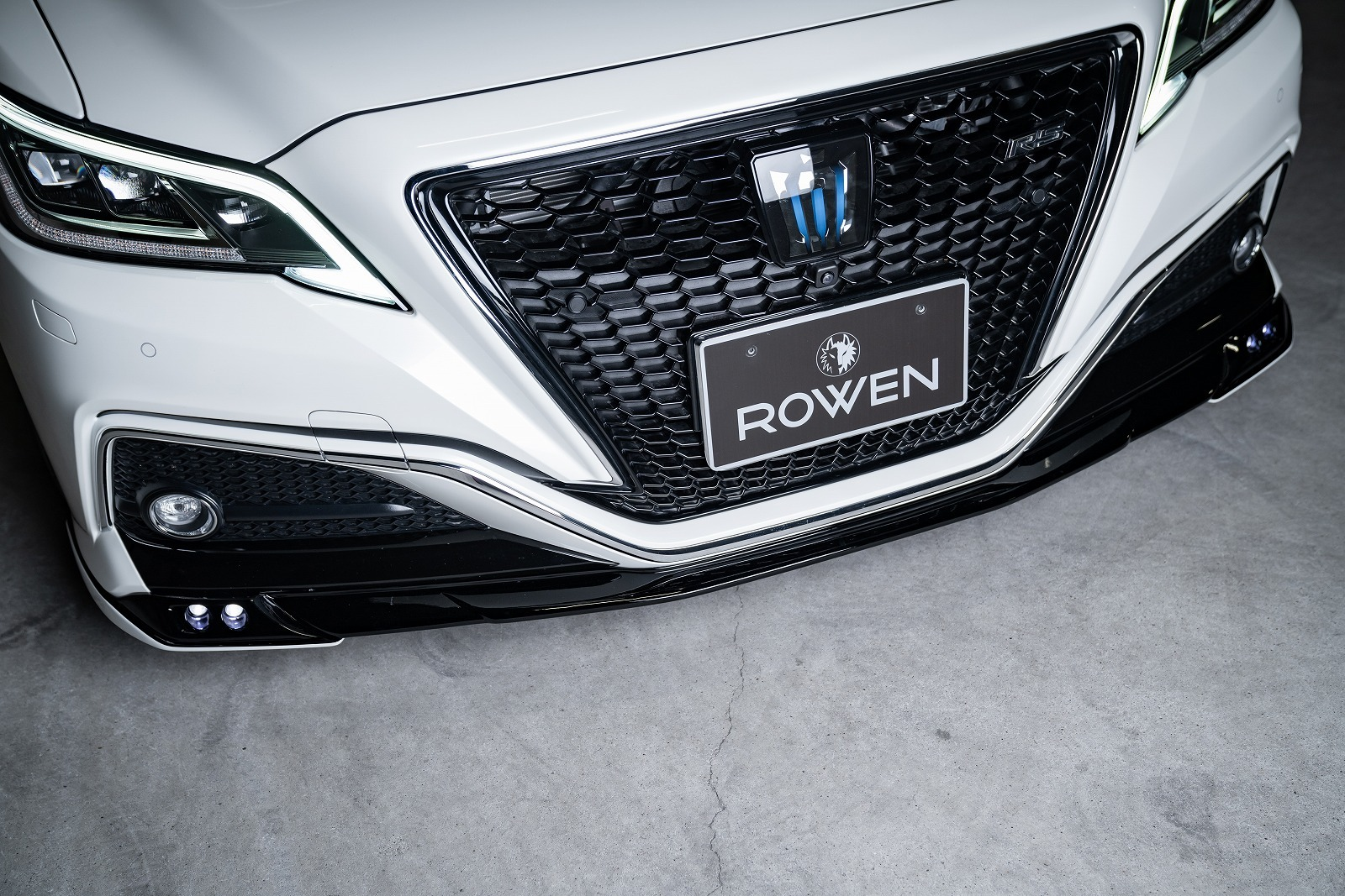 Rowen body kit for Toyota 220 CROWN RS carbon