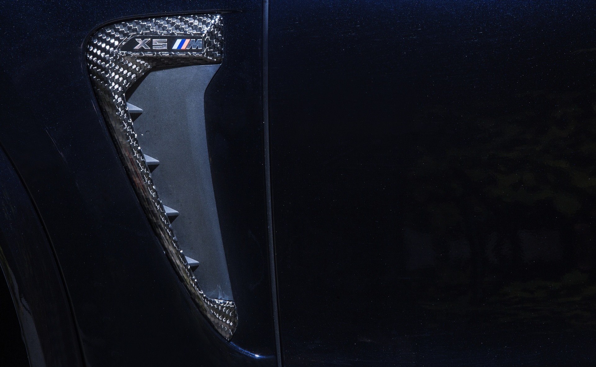 Hodoor Performance Carbon fiber air intakes in fenders for BMW X5M F85